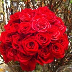 porta-nova-red-naomi-red-rose-bouquet-inspiration-2-1