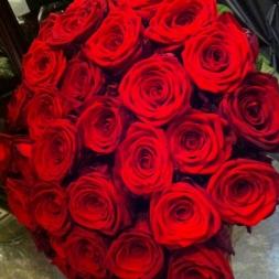 porta-nova-red-naomi-red-rose-bouquet-inspiration-7