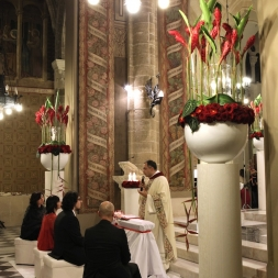 porta-nova-red-naomi-red-rose-wedding-inspiration-1-2