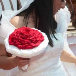 porta-nova-red-naomi-red-rose-wedding-inspiration-10