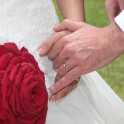 porta-nova-red-naomi-red-rose-wedding-inspiration-12