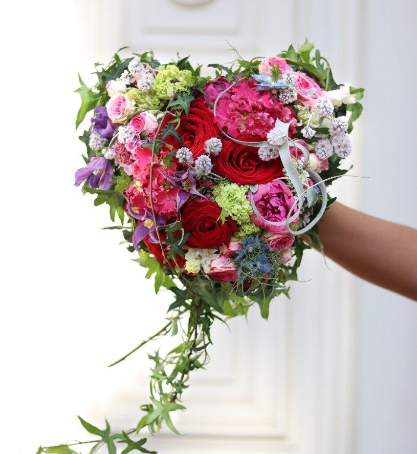 mother's day bouquet dolls blumen red naomi porta nova