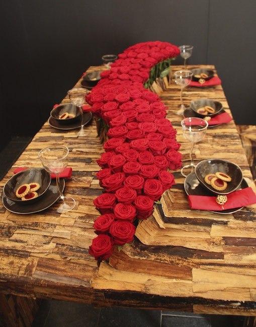 Table decoration with Porta Nova SUPRA Red Naomi roses
