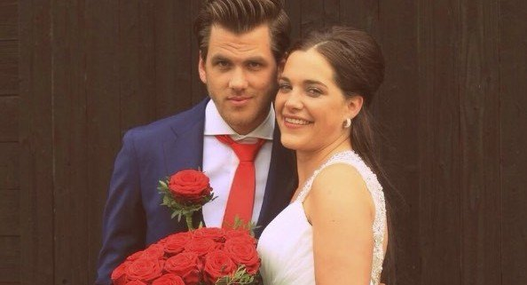 wedding roses red naomi