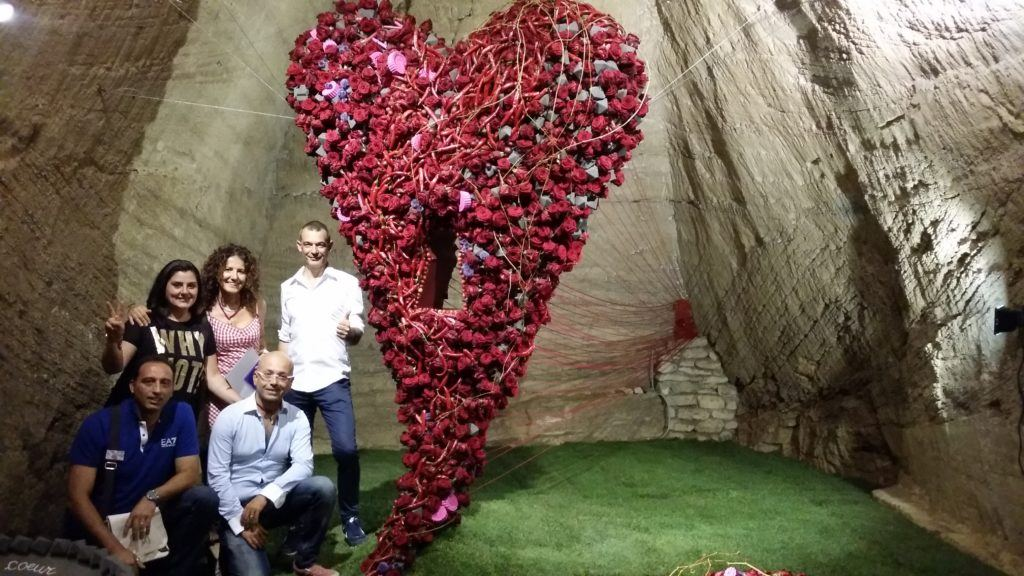 Doué-la-Fontaine red naomi roses porta nova