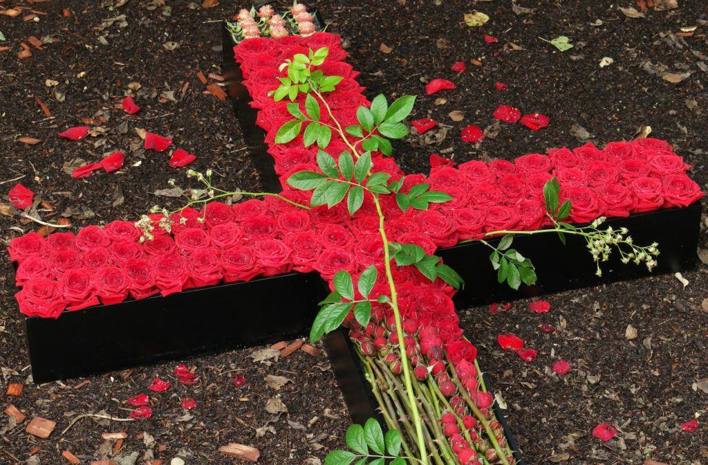 All Saints Day German Market MyFlorist porta nova red naomi sympathy roses