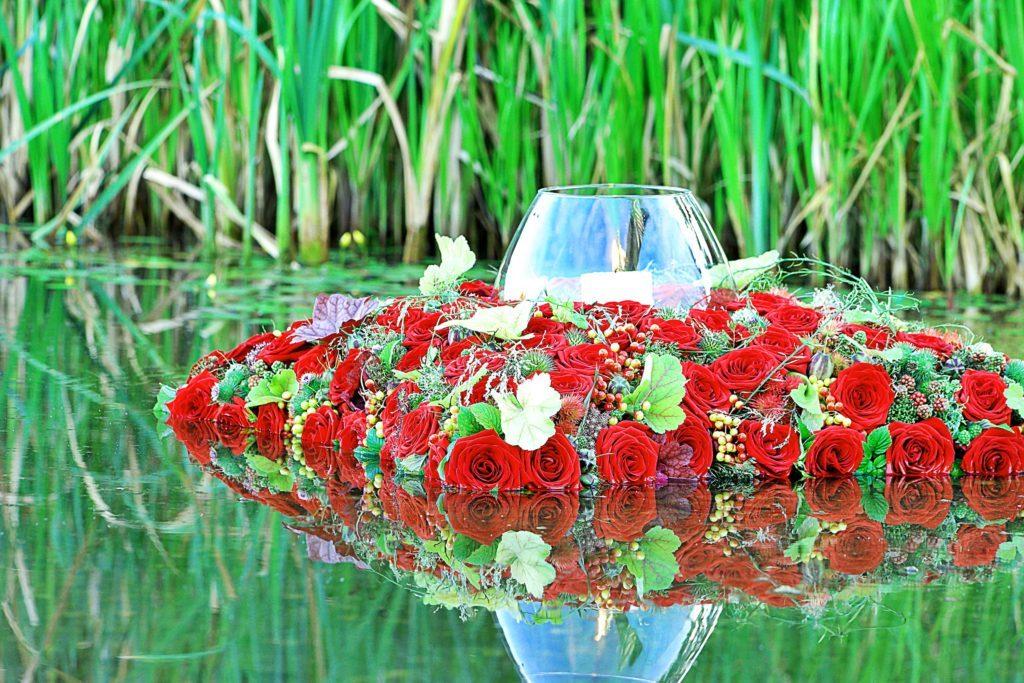 All Saints Day German Market MyFlorist porta nova red naomi sympathy roses 2