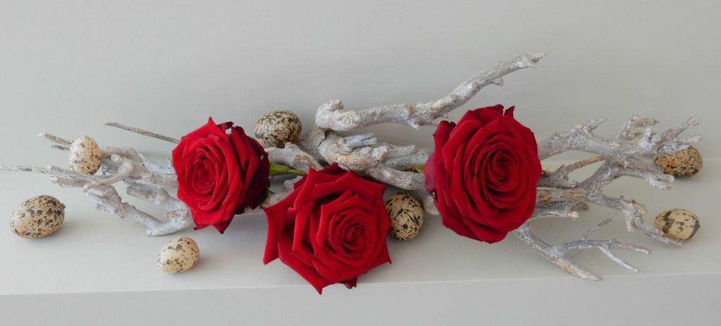 Easter table with Porta nova red naomi rose Erko