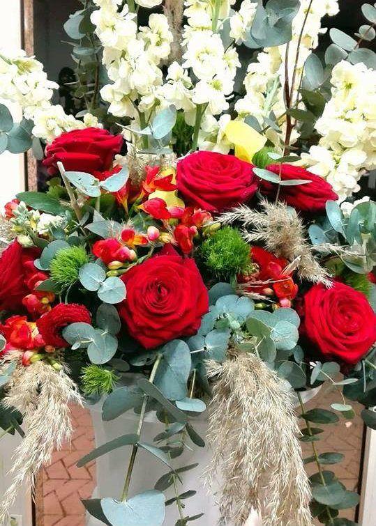 red naomi porta nova fabio sicurella floral design 11