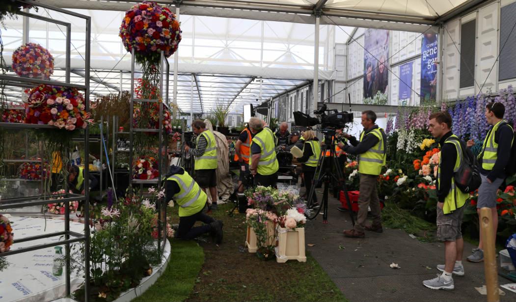 Bloemisten aan het werk porta nova red naomi chelsea flower show
