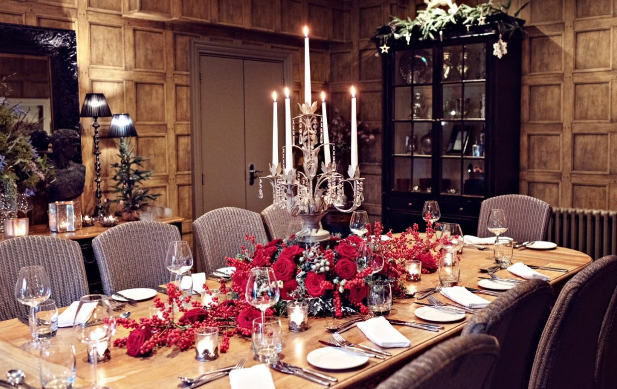 Sarah Crookstone porta nova Christmas red naomi dinner table eight