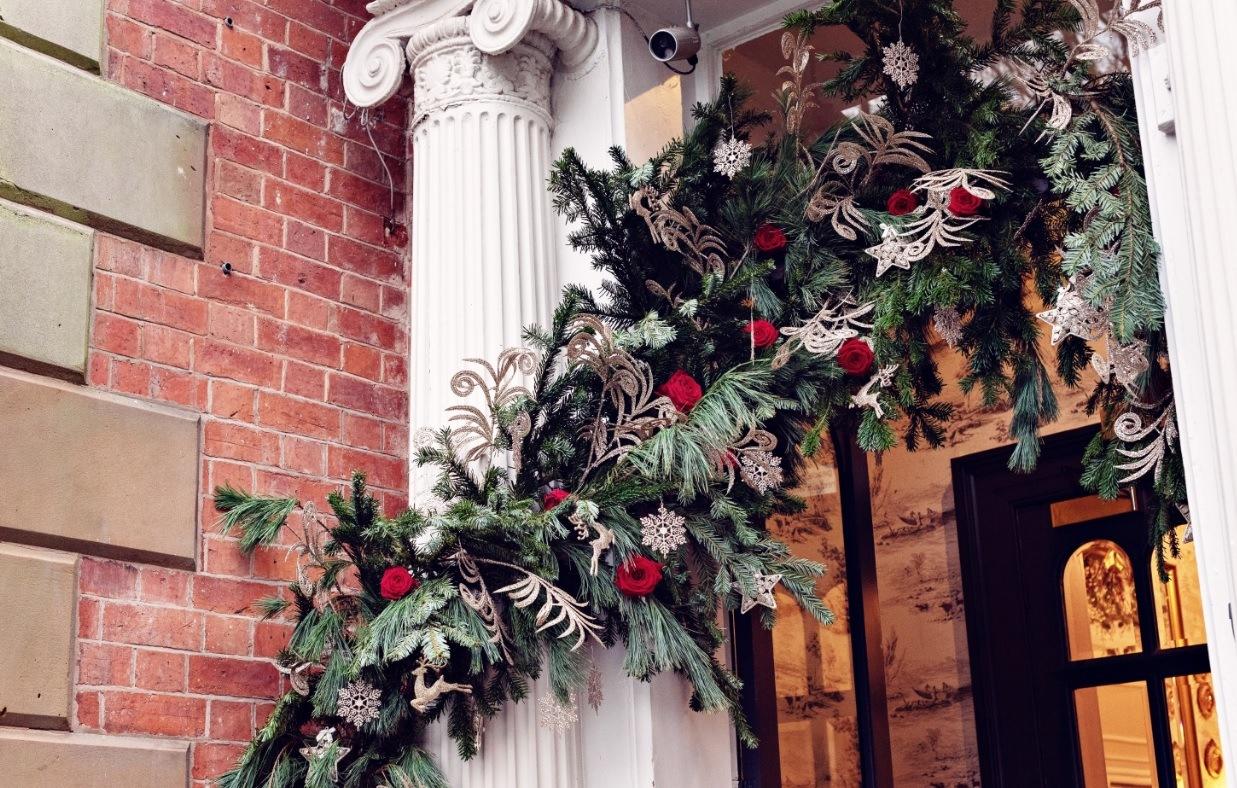 Sarah Crookstone porta nova Christmas red naomi dinner table 13