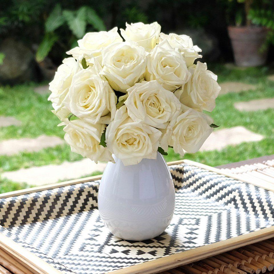 White Noami roses bouquet in vase