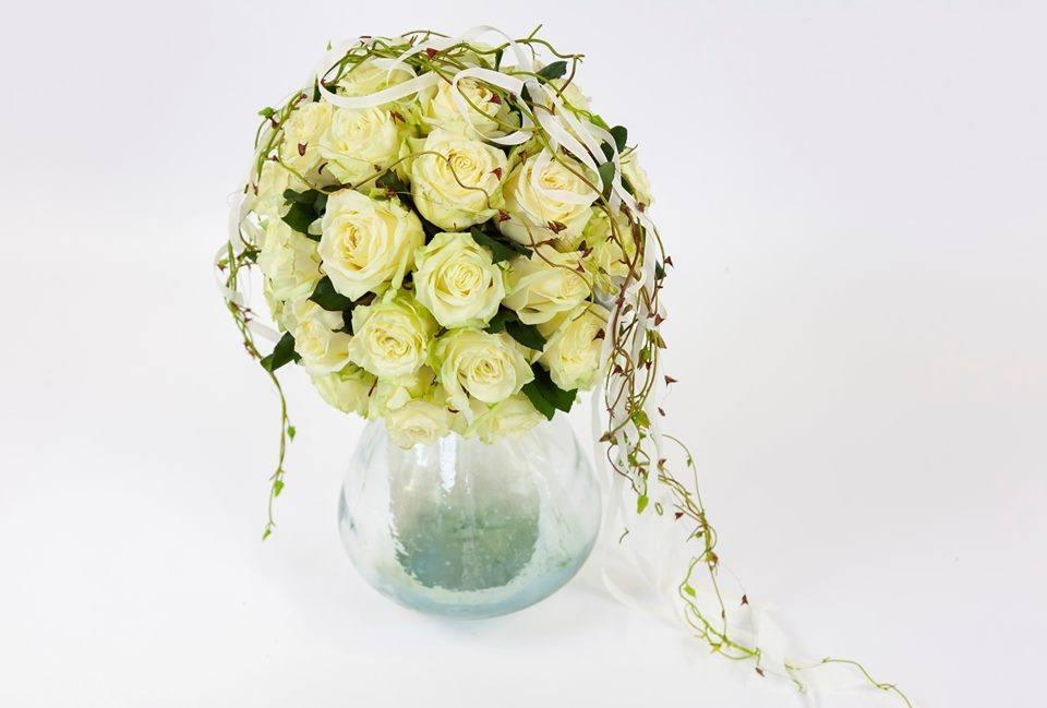 White Noami roses bouquet flower design