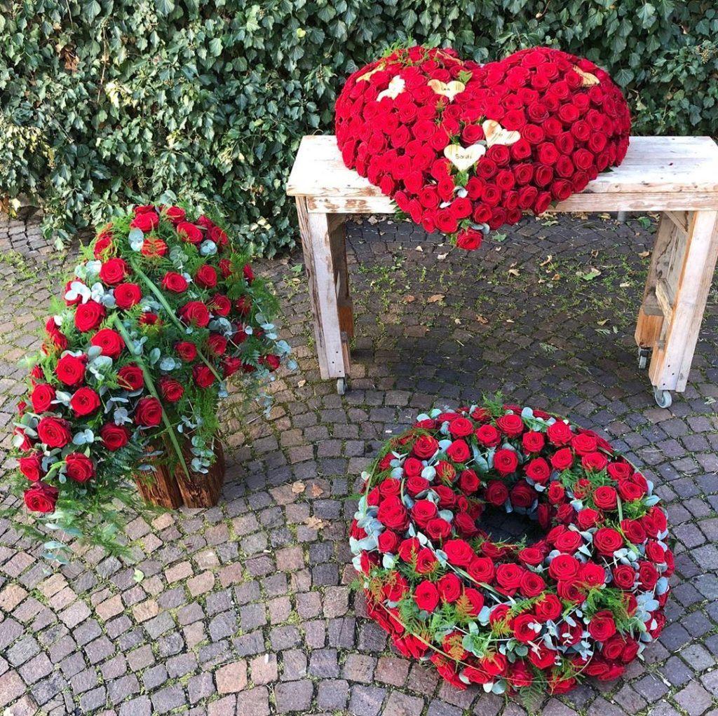 Three porta nova red naomi sympathy wreath by Nadine Siegert 5