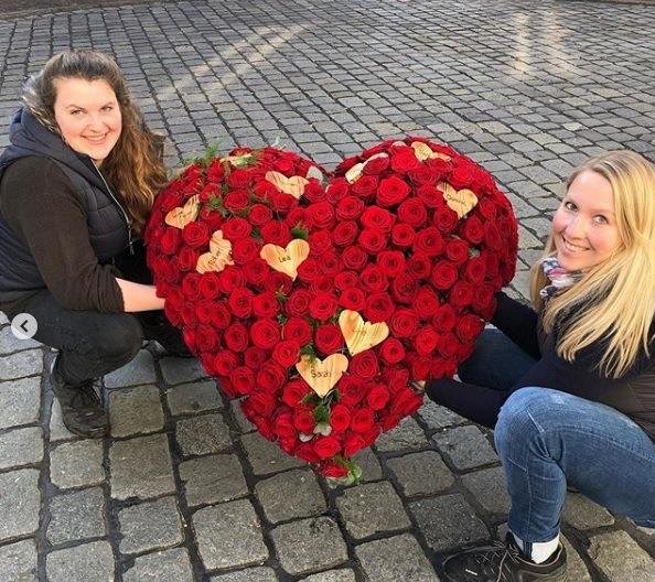 red naomi sympathy wreath by Nadine Siegert 7