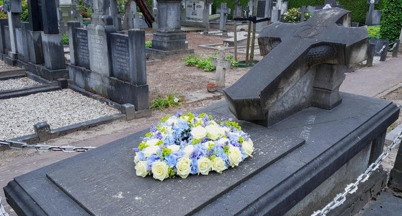 lily beelen white naomi memorial flower sympathy roses