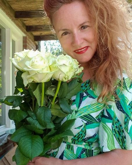 Lily Beelen sympathy roses
