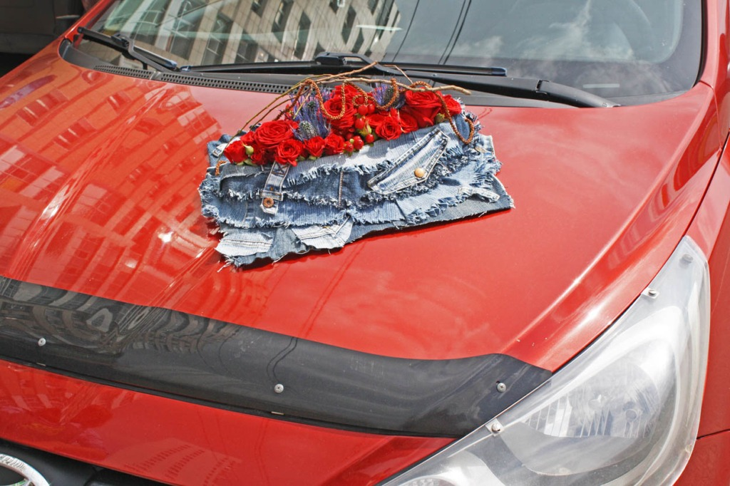 Alena - This flower arrangement symbolizes a volcanic fissure with an erupting splash of passion