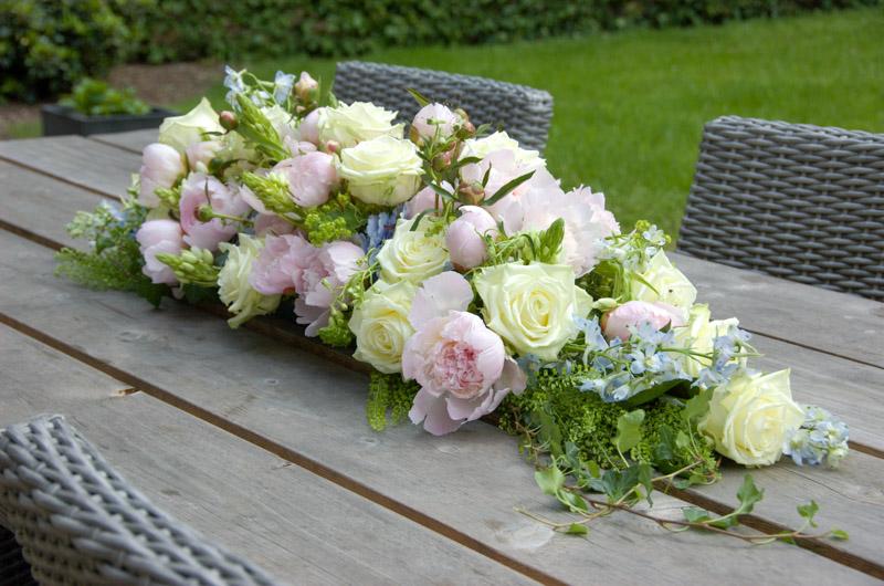White Naomi table arrangement