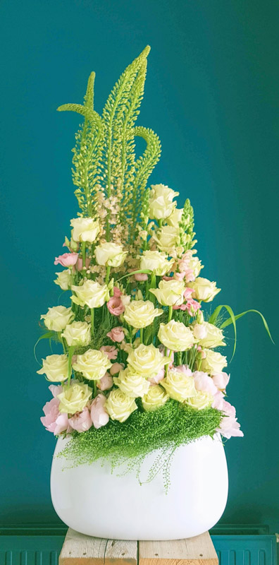 Making of Porta Nova White Naomi bridal bouquets by Lily Beelen