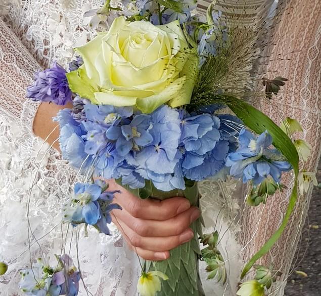 Narrow Single stem bridal bouquet