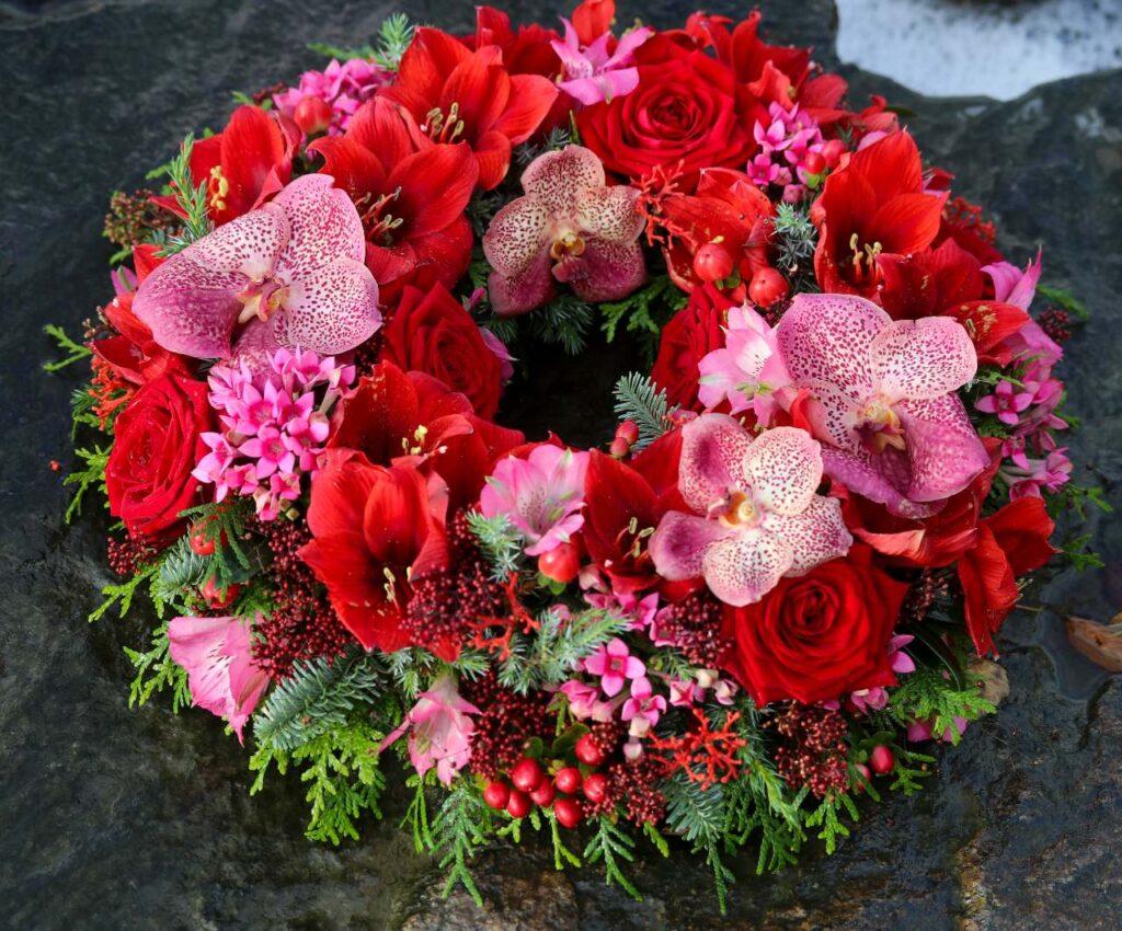 Pirjo Koppi and Tiina Koskinen porta nova christmas floral fundamenTALS Red Naomi