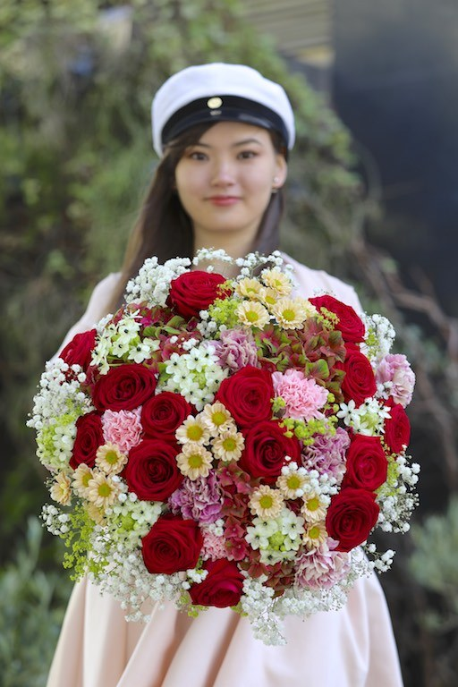 """What are the """"floral"""" expectations around this year's Graduation Day?"""
