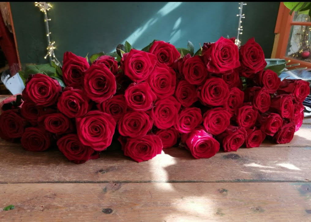 porta nova red naomi floristeria brisa St Jordi's