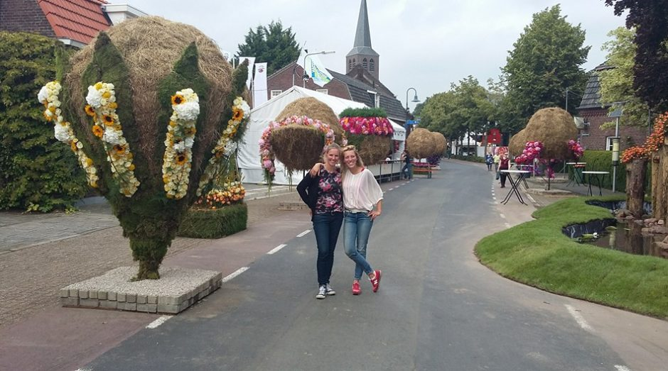 Lucinda Maria van der Ploeg with colleagueKarin Pasman at the Lottum Rozenfestival