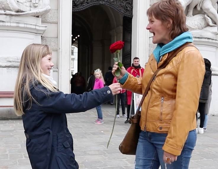 emil-doll-mothers-day-porta-nova-red-naomi